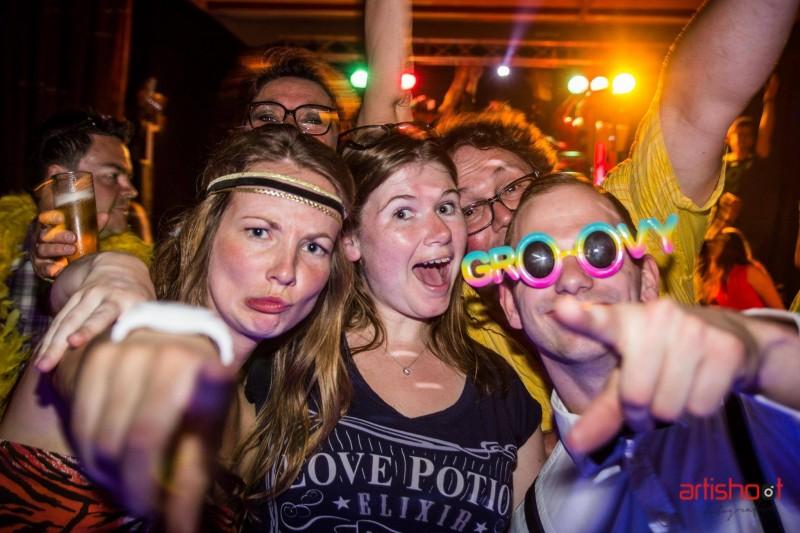 "Kaartverkoop ""Fouter dan fout party"" gaat hard"