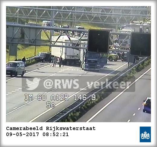 Zwaar ongeval op de A12 met diverse vrachtwagens en auto's