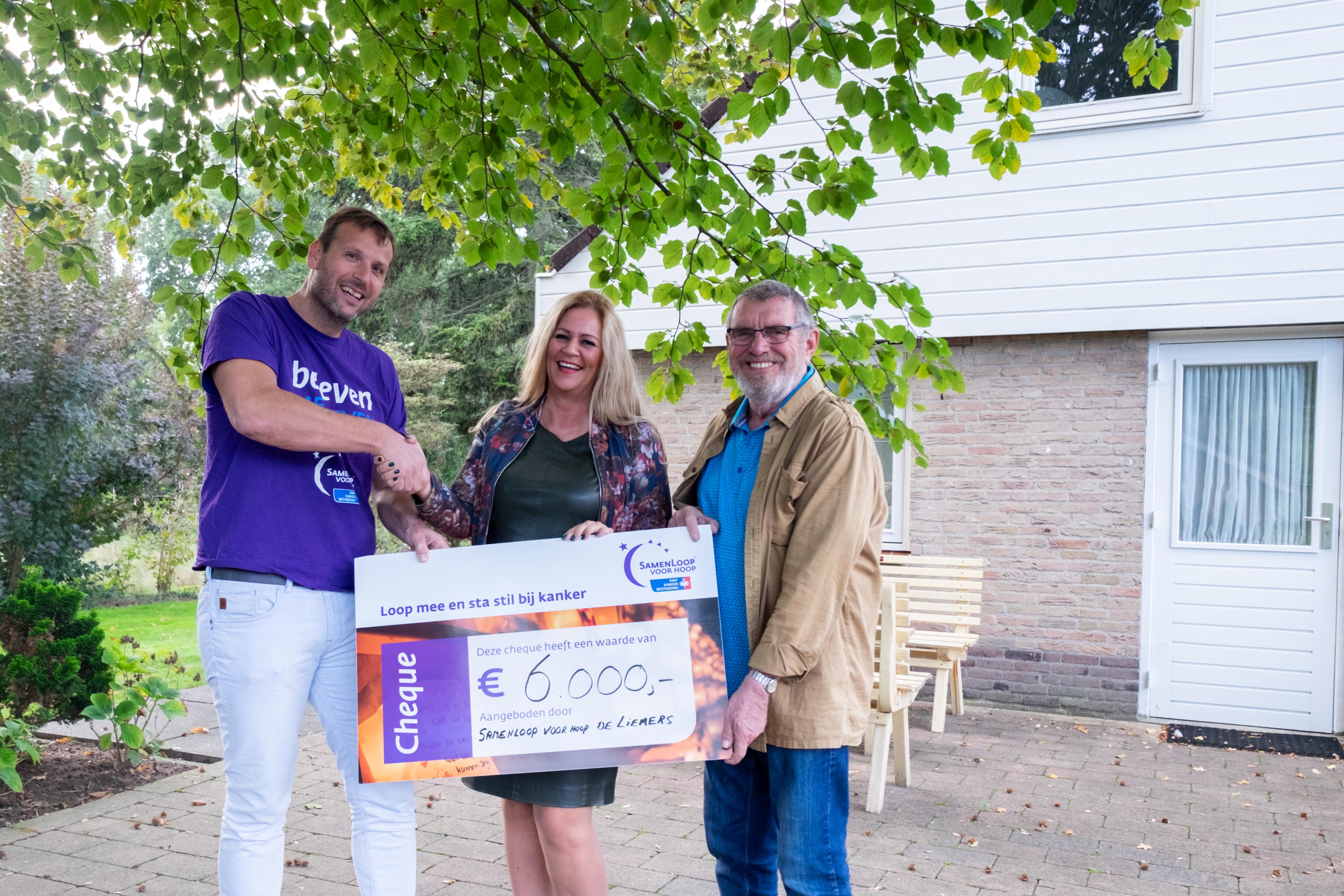 Braamhuis ontvangt cheque van SamenLoop voor Hoop
