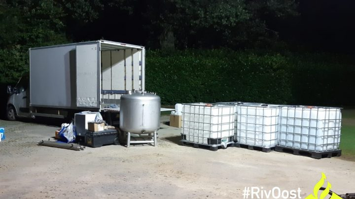 Vrachtwagen met drugslab benodigdheden aangetroffen