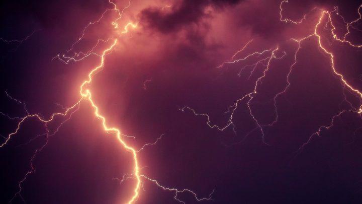 KNMI waarschuwt: wees alert in verband met stevige onweersbuien